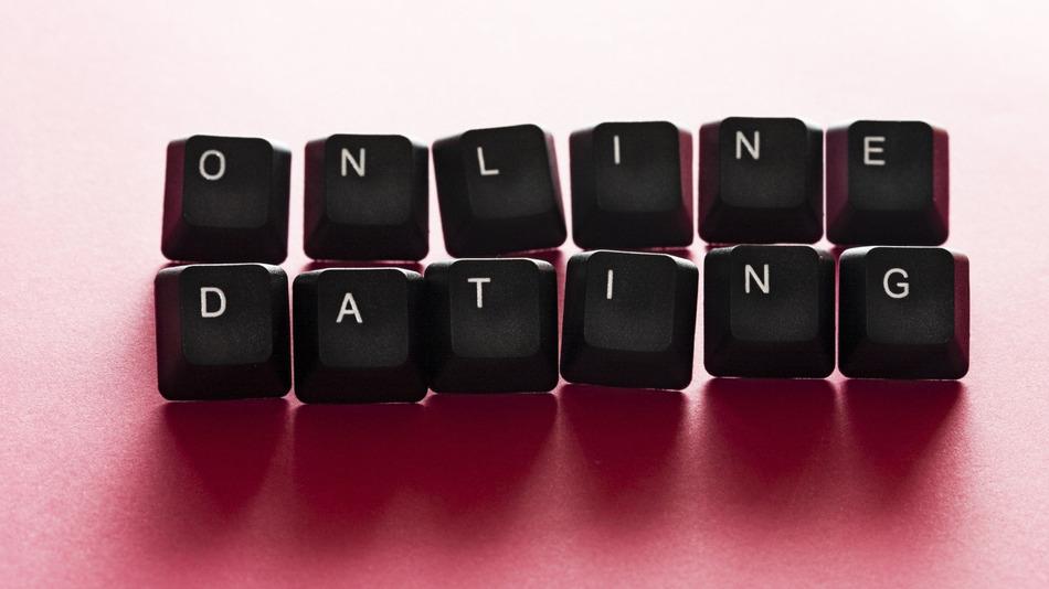 Top 5 trang web tìm bạn bốn phương tốt nhất ở Việt Nam