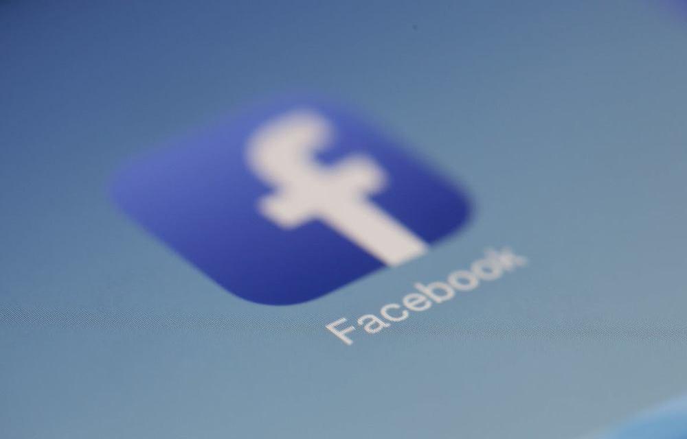 Tìm người yêu trên Facebook – Nên hay không?